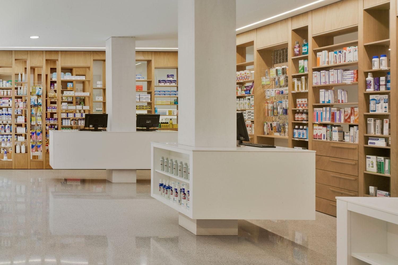 Atención farmacéutica en la Farmacia del Dr. Cremades en Aspe